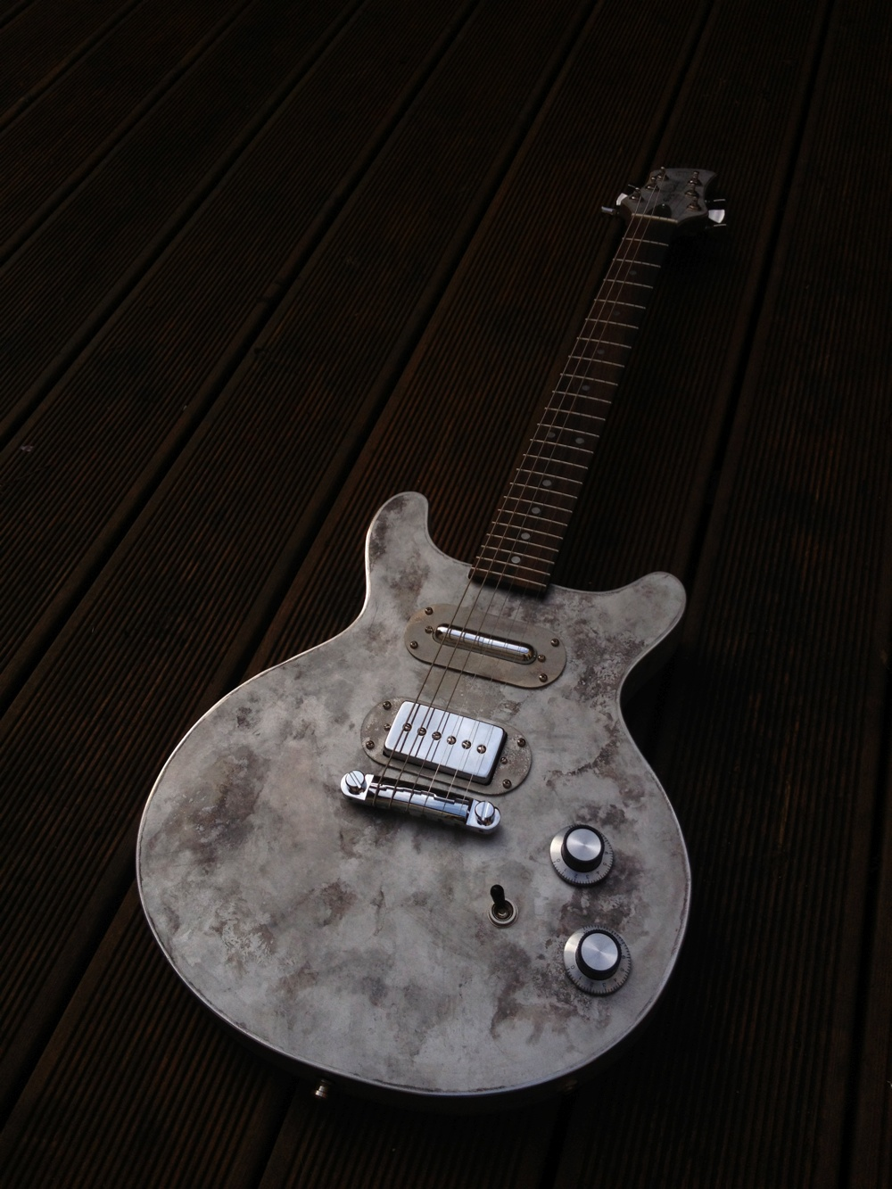 dusty valentine meloduende guitars
